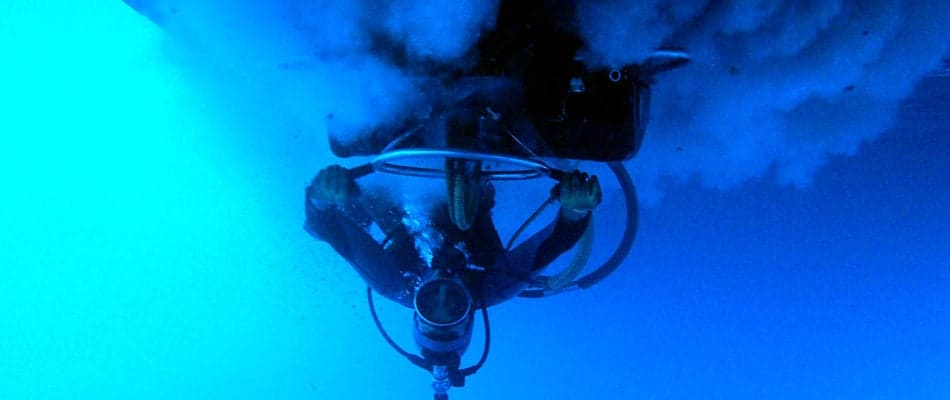 Underwater-hull-cleaning