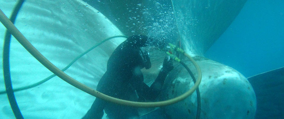 Underwater-propeller-polishing-3